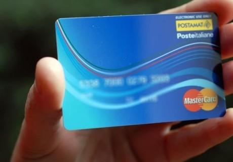 Cashback di Natale: 150 euro per chi fa acquisti con carta o bancomat. Cosa si può comprare: le regole per avere i 150 euro di Natale con app Io
